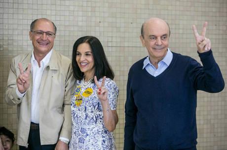 Alckmin votou acompanhado da mulher Lu Alckmin e de Serra