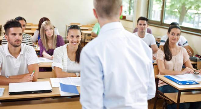 Quatro em cada 10 professores não têm formação adequada para lecionar