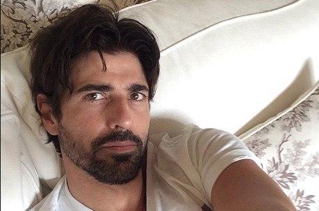 Reynaldo Gianecchini publica selfie na cama e recebe ...