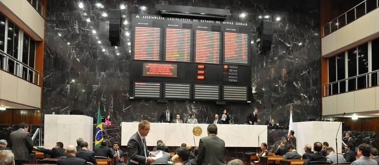 Assembleia aprovou emenda que proíbe secretário de receber jetom