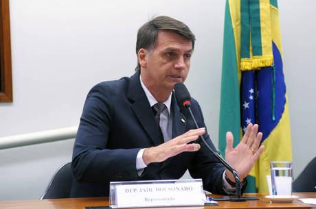 Bolsonaro se diz contra união civil entre pessoas do mesmo sexo, mas admite que direito já é garantido pela Justiça