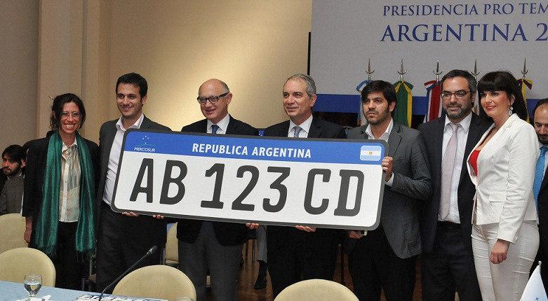 Mercosul aprova modelo único de placa para os veículos do bloco; anúncio foi feito na Argentina