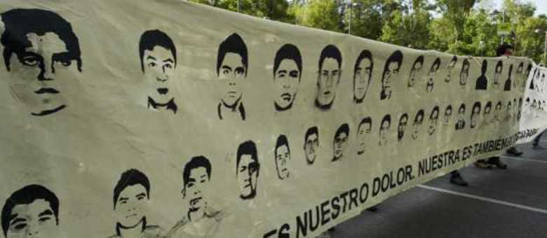 Cartazes pedem a volta dos estudantes desaparecidos no México