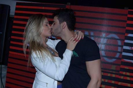Gusttavo Lima planeja casamento para 2015, em Goiânia