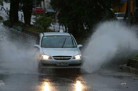 A chuva provocou alagamentos em vários pontos da Grande SP