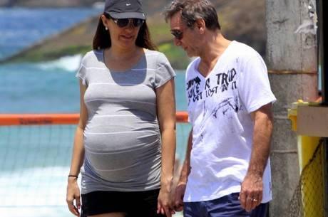 Herson com a mulher, que preferiu o  parto normal