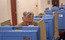 Além da batalha pelo controle do Senado, que renova 36 de suas 100 cadeiras, também estão em jogo os 435 assentos da Câmara dos Representantes. Em 36 estados de 50 estados, há também disputa para o governo local. Acima, o líder de minoria no SenadoMitch McConnell vota na Bellarmine University, em Louisville, Kentucky