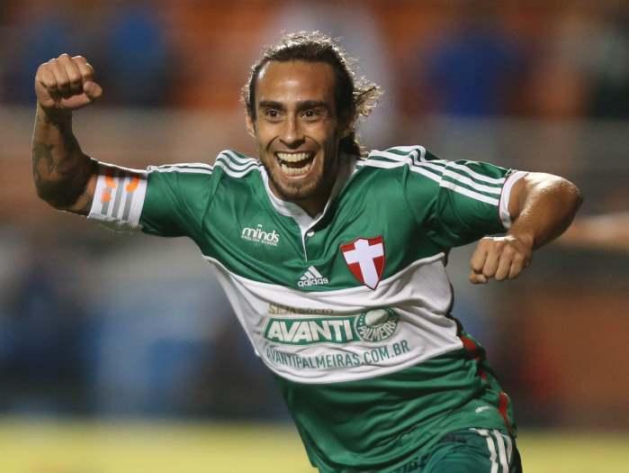 Palmeiras espera pai de Valdivia em São Paulo para renovar contrato com o chileno