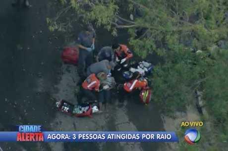 Bombeiros socorrem vítimas de raio na zona leste da capital