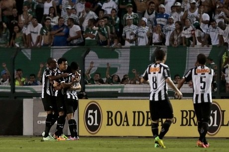 Atlético-MG faz a festa na despedida do Palmeiras no Pacaembu