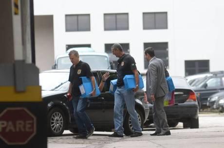 Policiais cumprem mandados da Operação Lava Jato