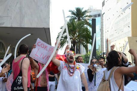 Manifestantes se concentraram na calçada da avenida Paulista