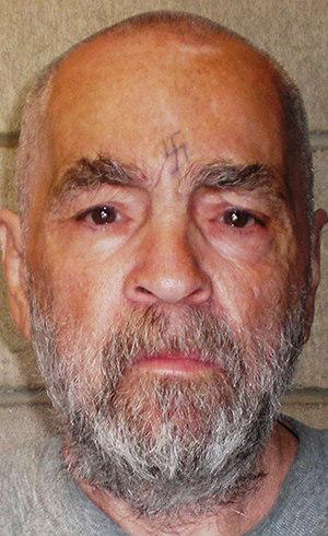 Aos 80 anos e condenado a prisão perpétua, Charles Manson vai se casar com jovem de 26 anos