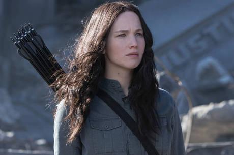 Jennifer Lawrence brilha mais uma vez como a heroína Katniss