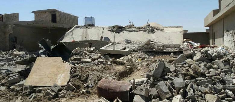 O líder tribal de Albu Fahd, Sheik Rafie al-Fahdawi disse que pelo menos 25 corpos foram encontrados