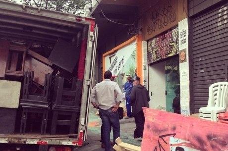 Grupo de teatro é despejado na manhã desta quinta-feira de prédio na Pompeia, zona oeste de São Paulo