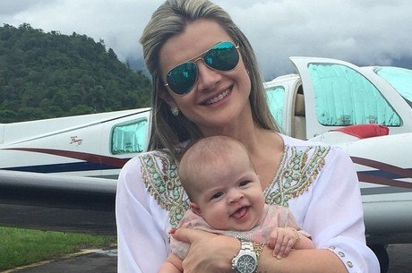 Fofura Mirella Santos Posa Com Valentina E Se Derrete Minha