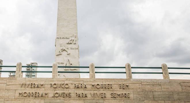 Monumento de 1932 no parque Ibirapuera