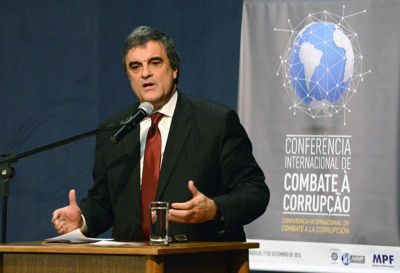 Ministro da Justiça sai em defesa da Petrobras e rebate críticas de Procurador-Geral da República