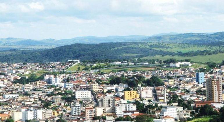 Santo Antônio do Monte, com 28 mil habitantes, completou a vacinação dos adultos com a 1ª dose