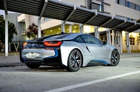 BMW i8 precisa de 2 horas e 30 minutos para ter 100% de carga
