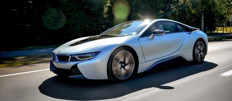 É um pássaro, um avião? Não, é o BMW i8, esportivo que busca ser referência entre os modelos híbridos