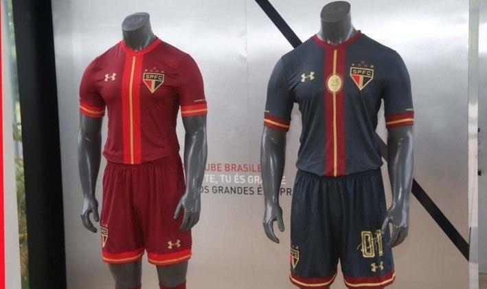 2015 - Os dois uniformes alternativos do São Paulo para aquela temporada.