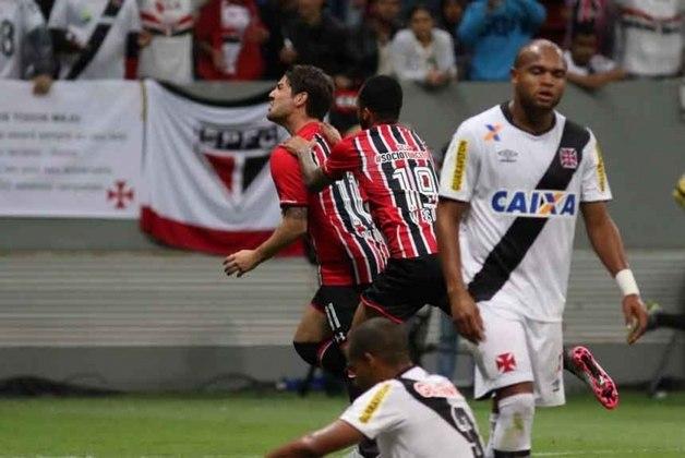 2015 - Vasco 0 x 4 São Paulo - No Brasileirão de 2015, o Tricolor bateu o Vasco no Mané Garrincha com gols de Pato, Michel Bastos, Wesley e Boschilia.