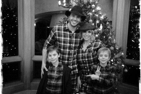 Britney Spears estaria planejando ter filhos com o novo namorado, Charlie  Ebersol - Entretenimento - R7 Pop