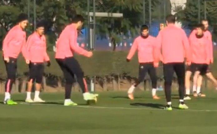 Neymar e Suárez se estranham em treino do Barcelona