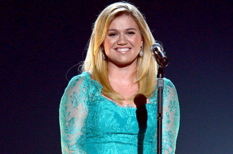 Kelly Clarkson dá pistas sobre novo álbum e single