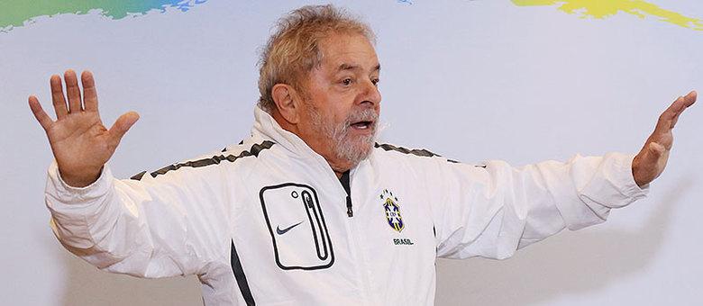 Ex-presidente Luiz Inácio Lula da Silva está livre de câncer, mas faz exames periódicos em hospital de São Paulo