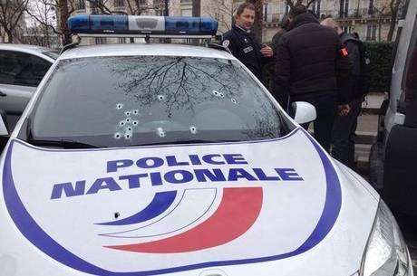 O prefeito de Paris afirmou que três policiais ficaram feridos durante o ataque