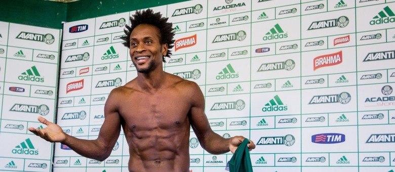 Aos 42 anos, Zé Roberto se destaca nos testes físicos do Palmeiras e segue como titular absoluto na temporada