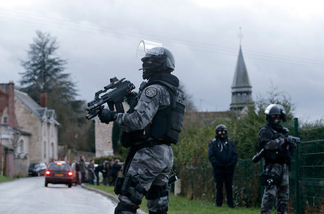 Polícia mata três terroristas que atacaram o Charlie Hebdo