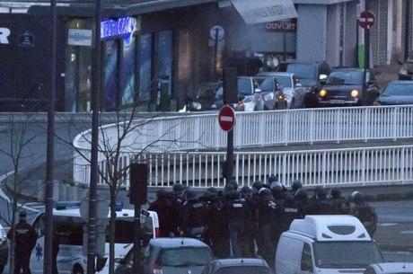 Duas operações policiais mataram três terroristas na sexta-feira (9)