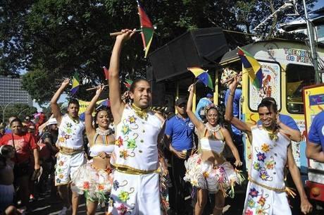 Tradicional desfile dos blocos de Carnaval pelas ruas de Brasília pode ser cancelado neste ano.