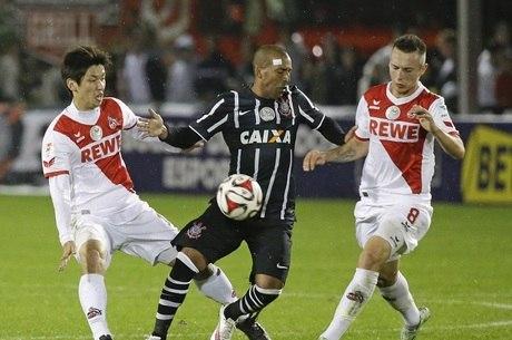 Corinthians joga mal e perde para o Colônia na estreia da Flórida ... 8333b5891bf9c
