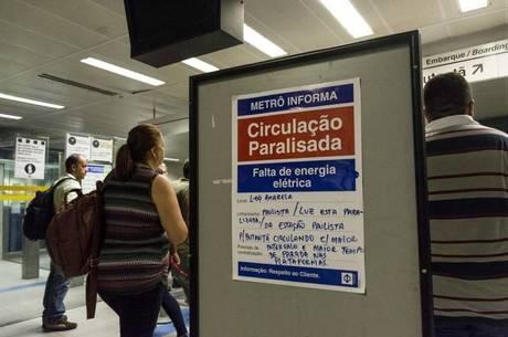 Apagão causou o fechamento de estações do Metrô em SP