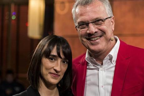 Pedro Bial posa ao lado da namorada, a jornalista Maria Prata