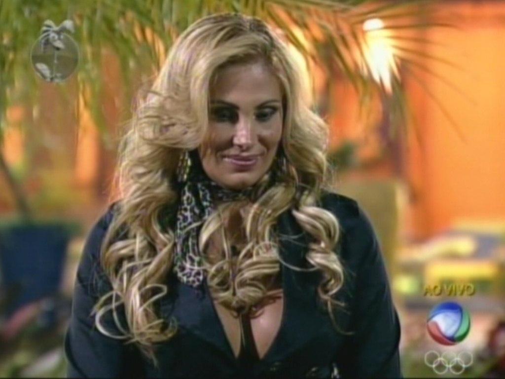 Angela Bismarchi angela bismarchi revela fantasia ao r7 e promete surpreender