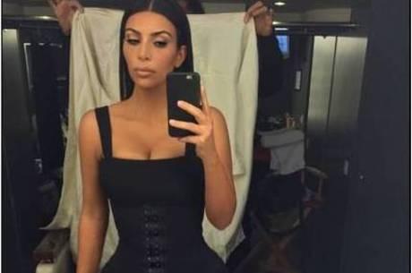 Kim Kardashian ensina como tirar a selfie perfeita