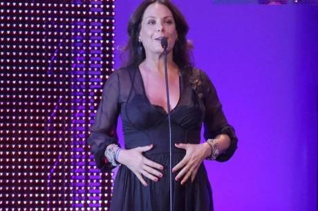 Carolina Ferraz fala sobre gravidez depois dos 40 anos
