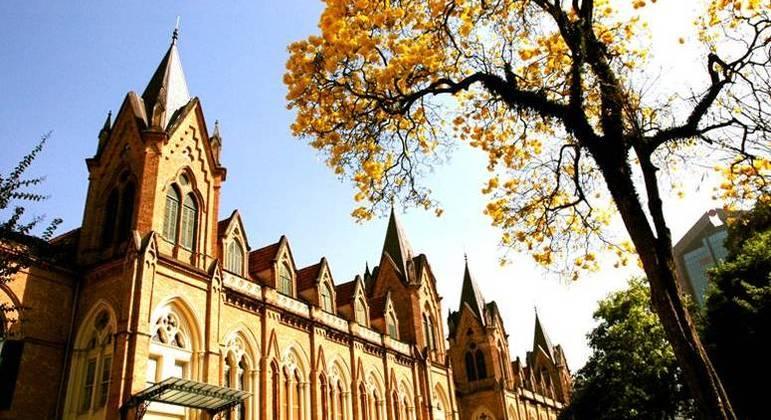 Faculdade da Santa Casa de SP oferece bolsas de estudos integrais a alunos de baixa renda