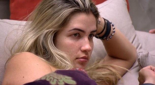BBB15: Após eliminação de Douglas, Aline combina votar em Tamires: 'Ela e grama são a mesma coisa'