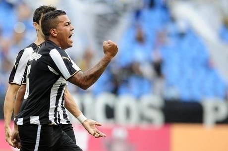 Thiago Carleto comemora o gol marcado pelo Botafogo 9e063dcb37b12