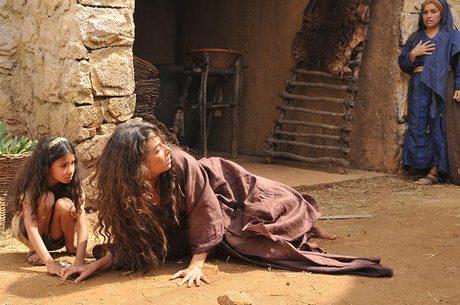 Gisele Itiê protagoniza o episódio A Mulher Adúltera