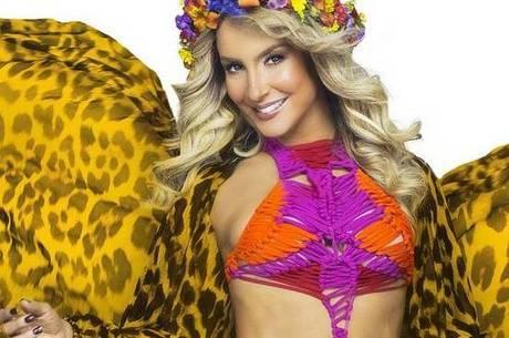 Claudia Leitte desfila no próximo domingo (15)