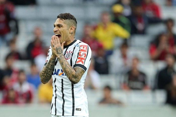 Presidente do Corinthians desiste de Guerrero: 'Sentiremos a falta dele'