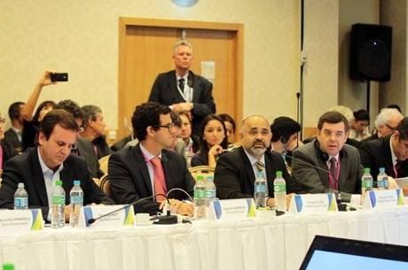 Ministro George Hilton se encontrou com membros do COI no Rio